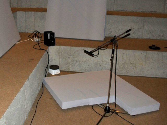 Figure 6. A small studio monitor with sealed ports and the hotplate with a microphone.